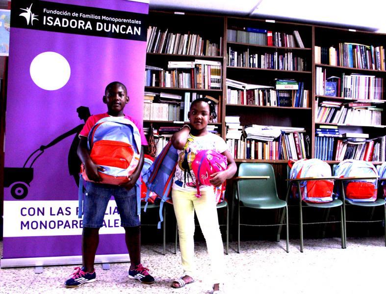 Entrega de material escolar Isadora Duncan - Obra Social La Caixa