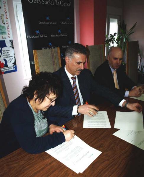 Firma del convenio de colaboración entre la Obra Social de la Fundación La Caixa y la Fundación de Familias Monoparentales Isadora Duncan