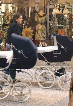 madre con carrito de ninio