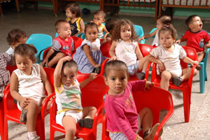 niños en guarderia san pedro sula